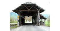Gedeckte Holzbrücke über die Laui