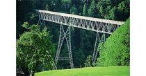 Über 18 Brücken wandern